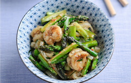 Asparagus, Chilli, Lemongrass & Lime Leaf Stir Fry with King Prawns
