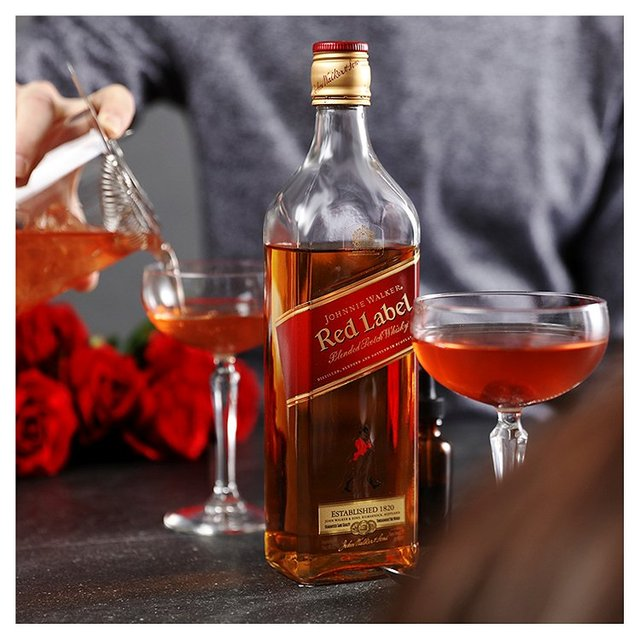It's just a picture of Ambitious Whisky Johnnie Walker Red Label 3 Litros